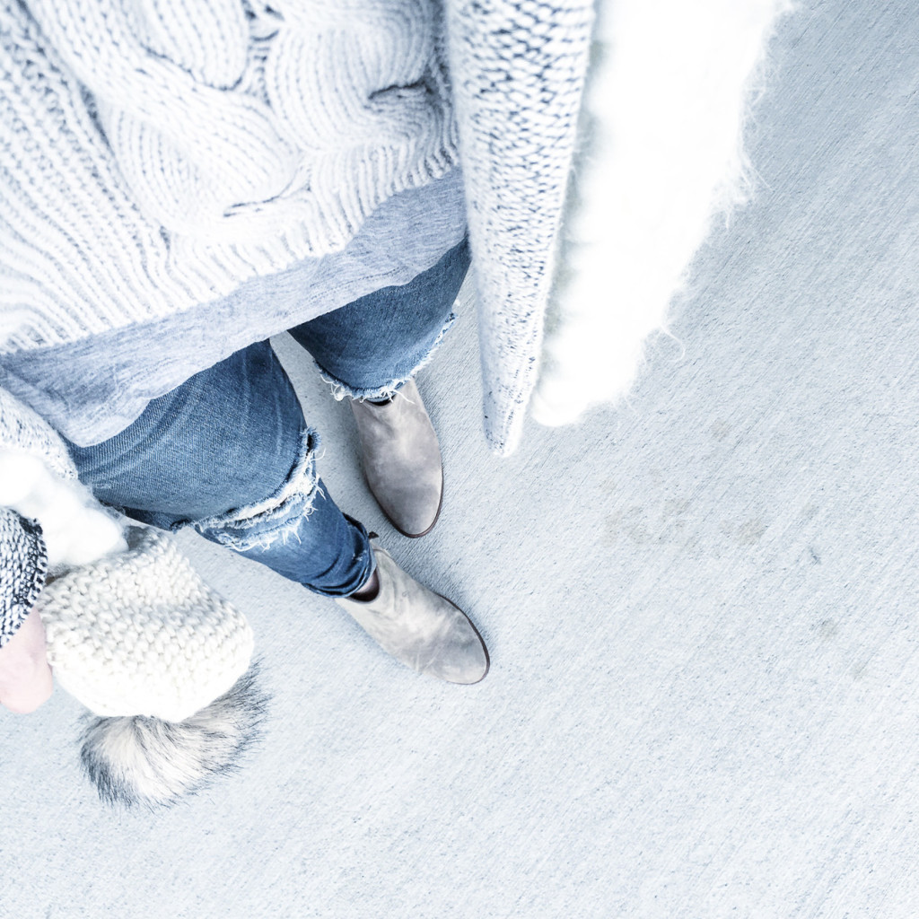cable sweater, gray casual outfit, ripped jeans, casual style, Sam Elelman Petty booties, free people chunky scarf