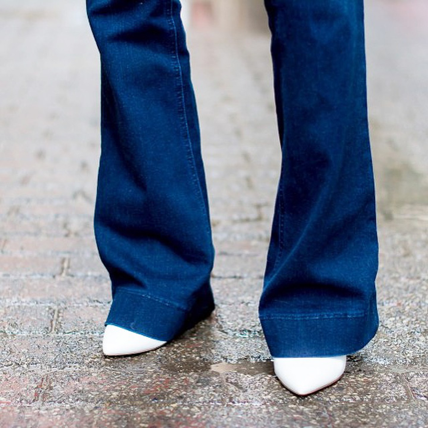 flared-dark-wash-jeans-and-white-pumps