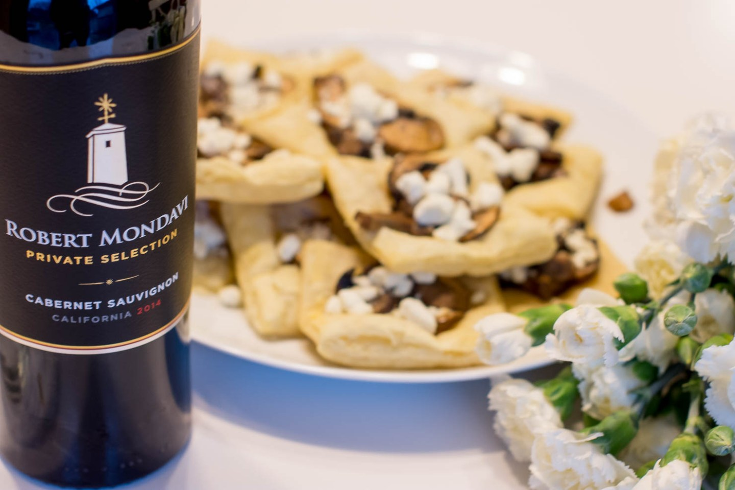 Robert-Mondavi-private-selection-easy-mushroom-and-goat-cheese-tarts-3-ingredient-turkey-meatballs