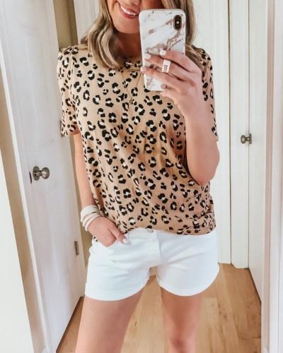 nine ways to style white shorts, leopard tee