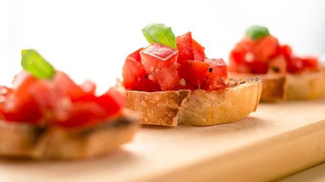 tomato-basil-bruschetta-recipe-appetizer_1514581147968_327505_ver1-0_30773311_ver1-0_640_360_790751