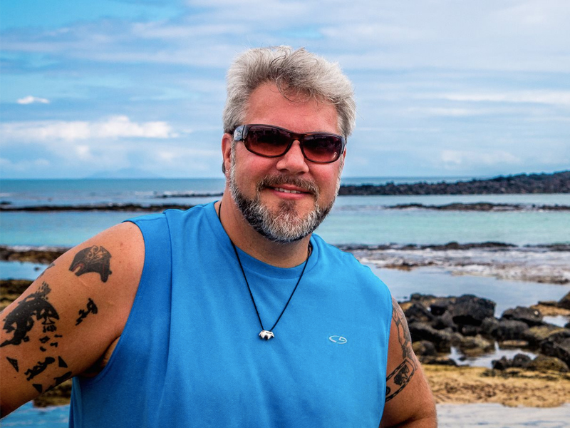 hot travel bloggers in their 40s