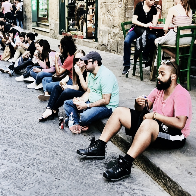 people eating in Via dei Neri