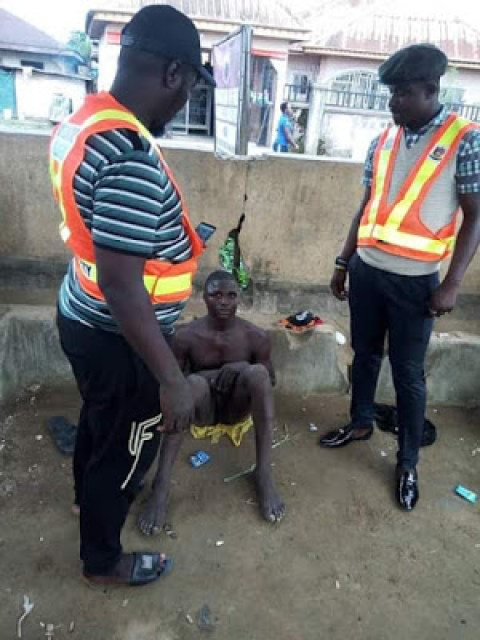 Photos: Notorious armed robber nabbed in Bayelsa; confesses to have stolen over 100 phones which he sells to dealers