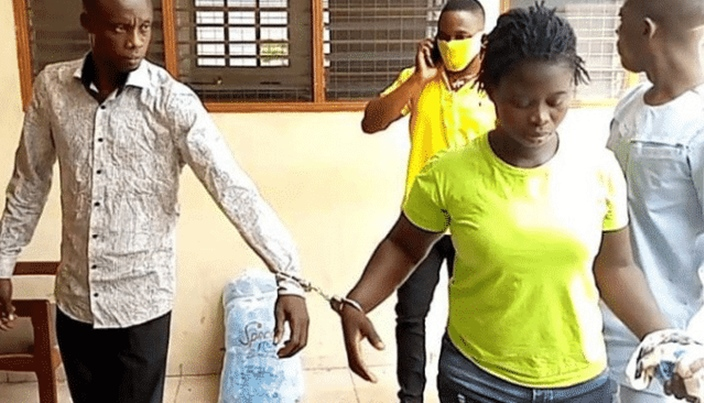 Man seen in court giving money to wife who plotted to kill him, says its for prison upkeep (Photos)