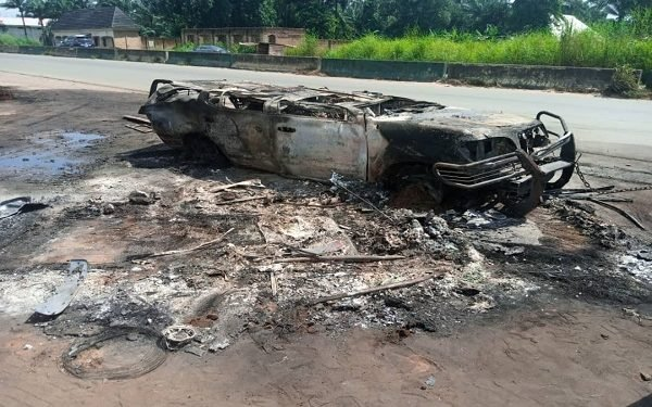 FRSC recovers two corpses from burnt vehicle rubble