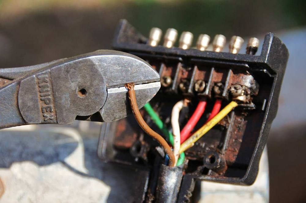 medium resolution of the position and number must correspond with the wiring diagram supplied with the plug