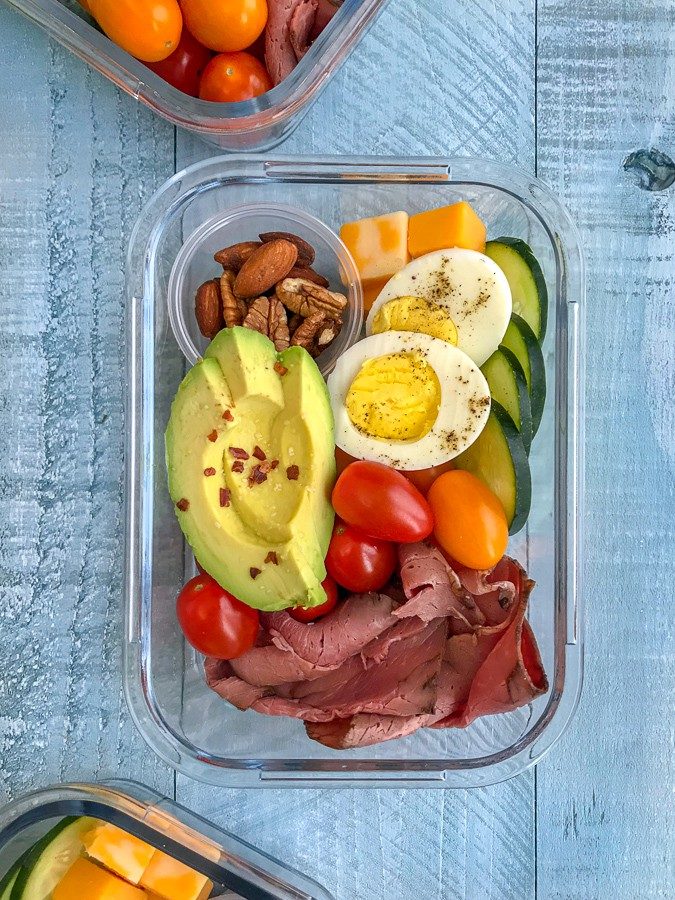 DIY Deli Style Protein Box - healthy meals that you can make ahead of time and have on hand for grab-n-go! Healthy and perfect for lunch or as a post-workout snack. High-protein, low-fat, veto-approved! #mealprep #protein #proteinbox #keto #healthysnacks | https://withpeanutbutterontop.com