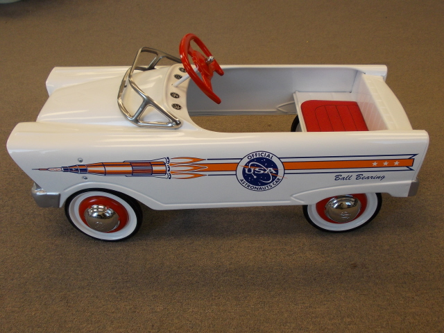 Pedal Car 59 Ford Astromaut L_Side