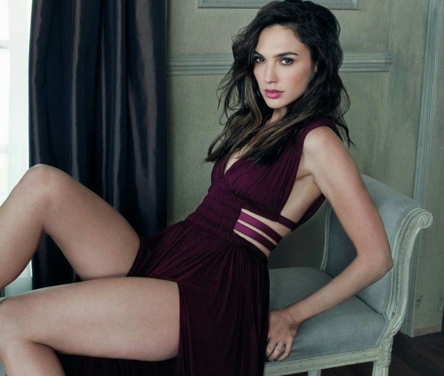 Hot And Sexy Pictures Of Wonder Woman Gal Gadot