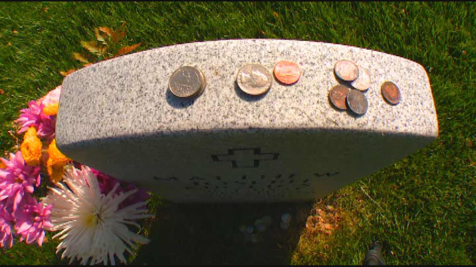 Coins placed on top of a grave in a military cemetery (WJW)_267313