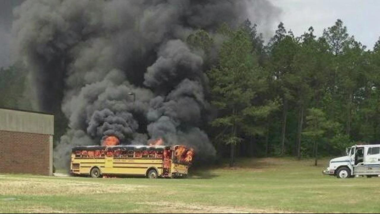 School-bus-fire_274719