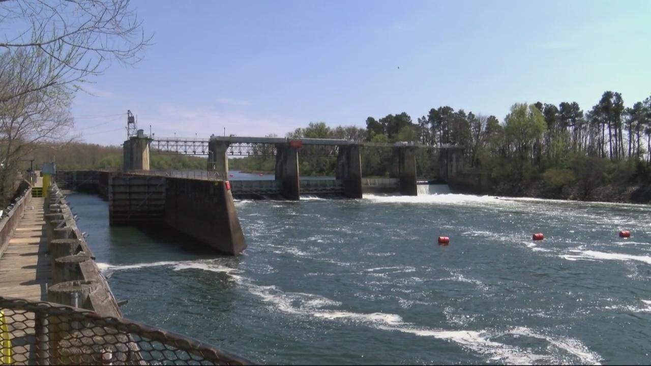 Lock and Dam_240054