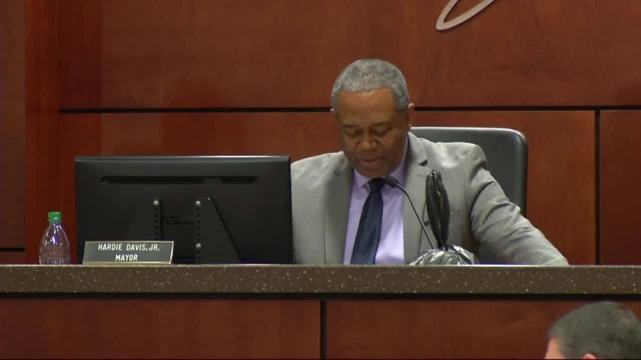 Mayor_Davis_apologizes_to_District_5_can_8_20190312221955