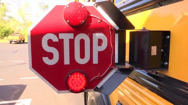 vlcsnap-2017-10-26-17h33m46s154_29482473_ver1.0_640_360 -- school bus from WKRN_454929