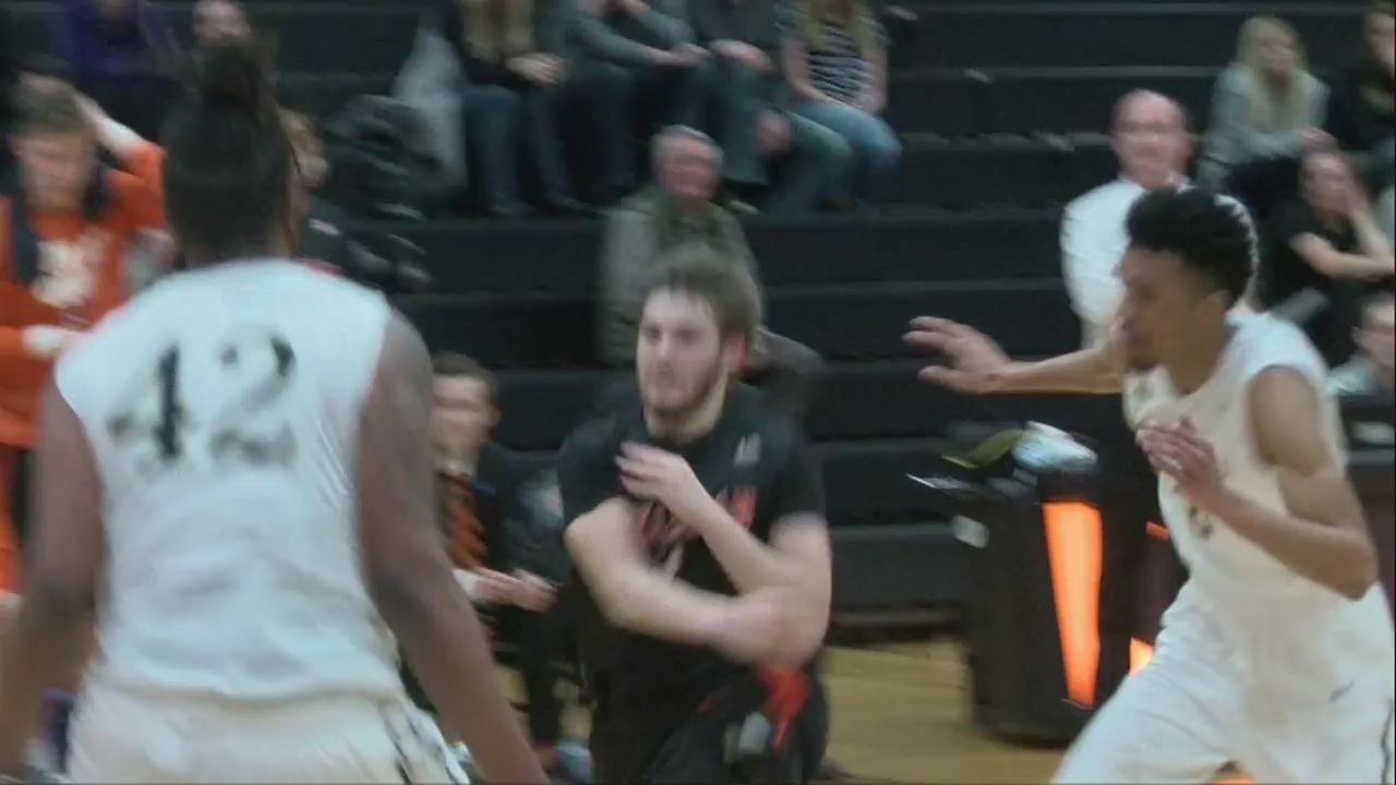 Buffs_defeat_Montreat_for_fifth_straight_0_20180213044501