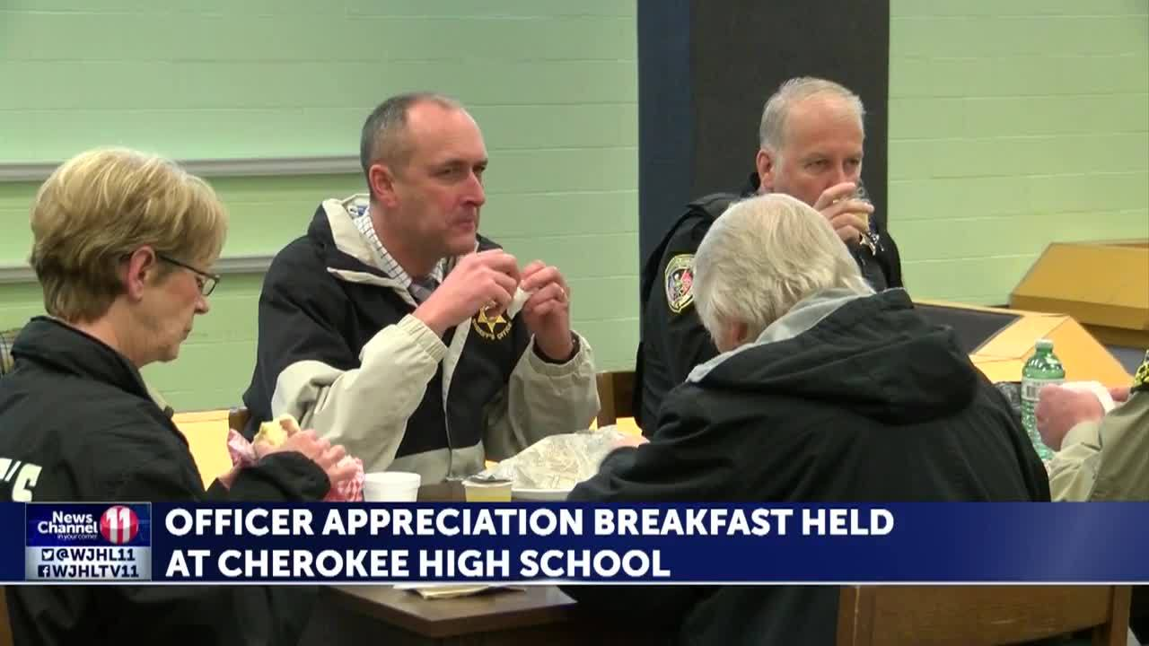 Officer_appreciation_breakfast_in_Rogers_7_20190305183842