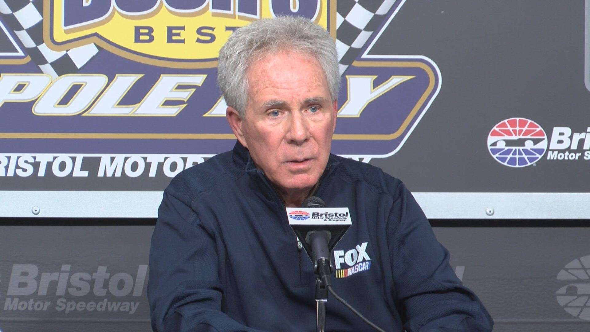 Darrell Waltrip set to wave the green flag at Food City 500