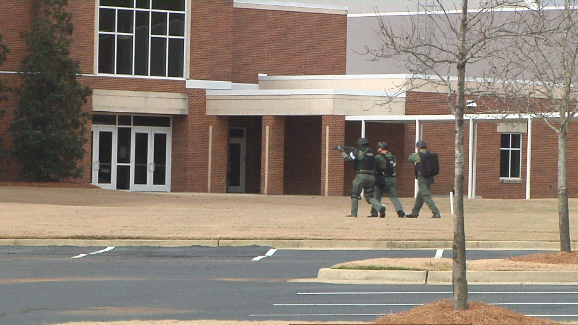 Clinton Active Shooter_143741