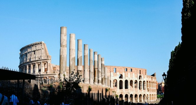 a different angle of the colosseo