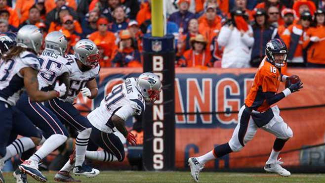 denver-broncos-qb-peyton-manning-running-away-from-the-new-england-patriots-defensive-line_210046