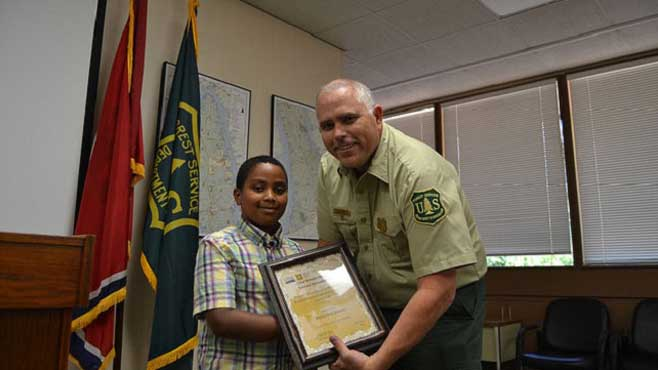 kingston-smith-being-honored-for-saving-a-todler-from-falling-into-a-lake-in-kentucky_234987