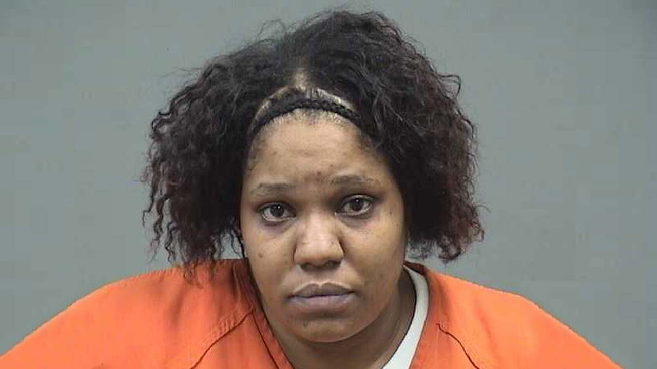 Lachelle Cantrell, charged with child endangering and domestic violence in Boardman.