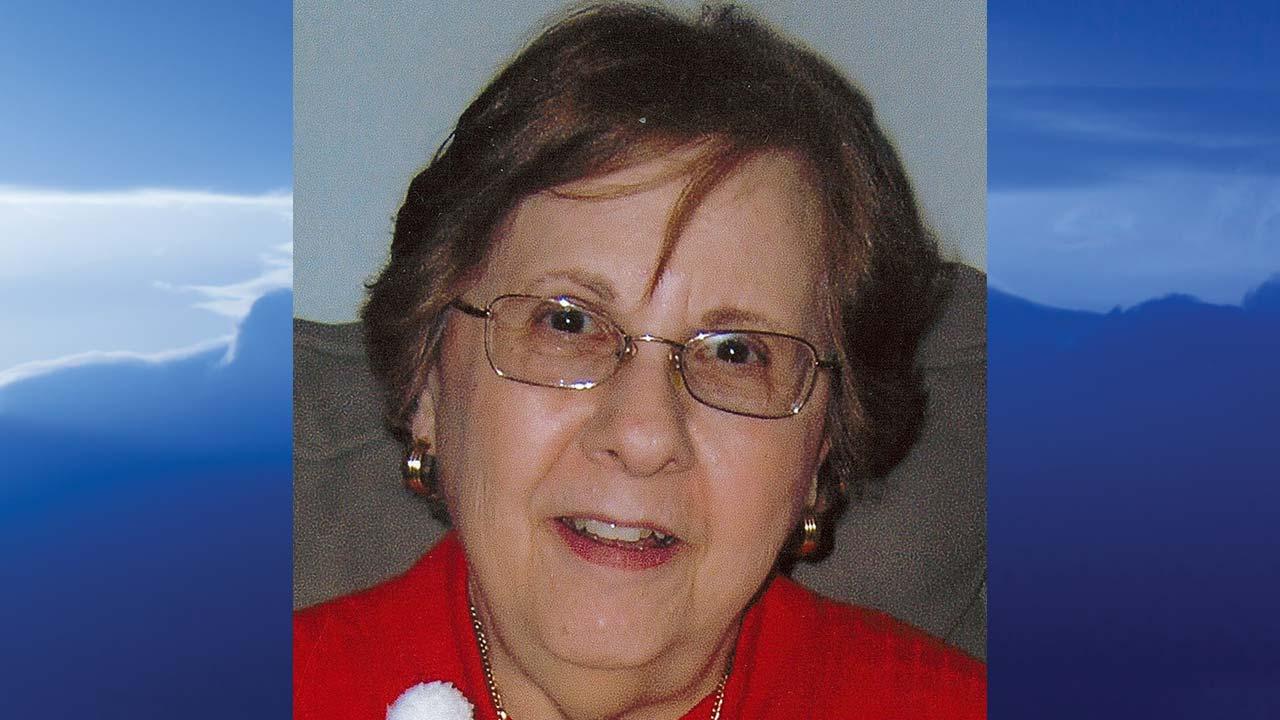 Helen Marmarinos-Hitchcock, Cortland, Ohio - obit