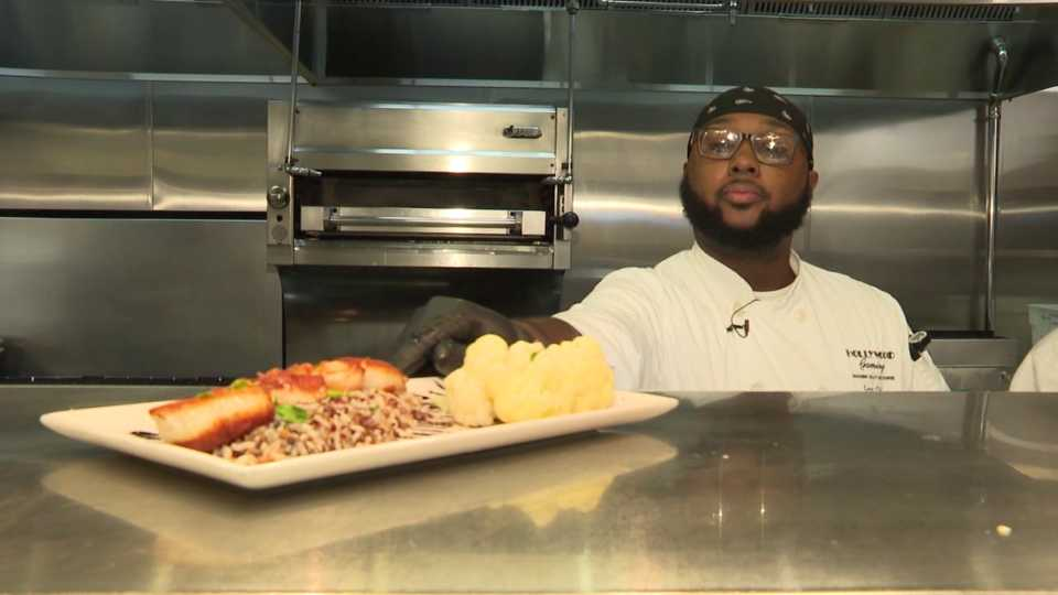 Hollywood Gaming Mahoning Valley in Austintown hiring cooks for its kitchen