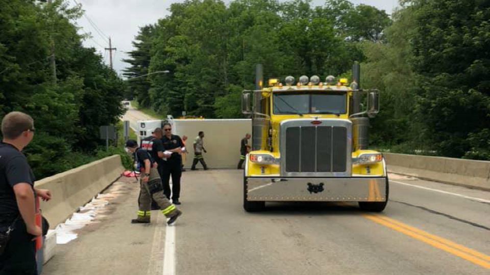 Fedex truck rolls over in Chardon Township