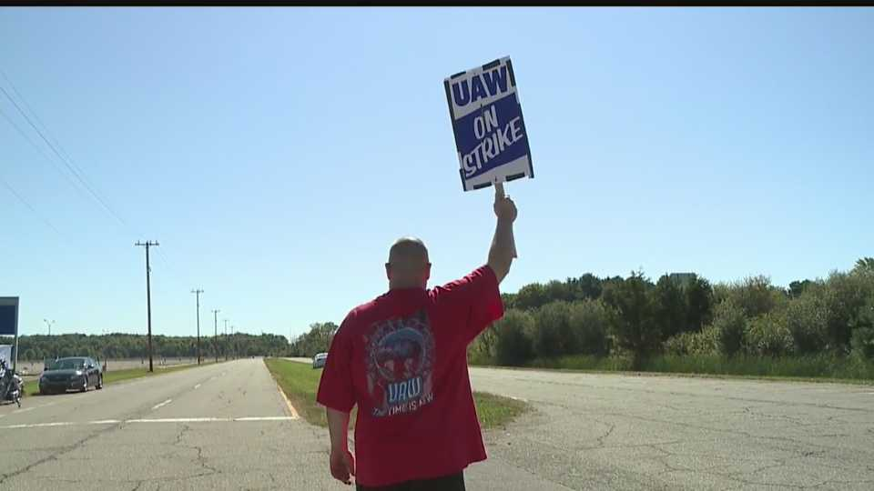 Dan Santangelo, of New Middletown, on strike in Lordstown