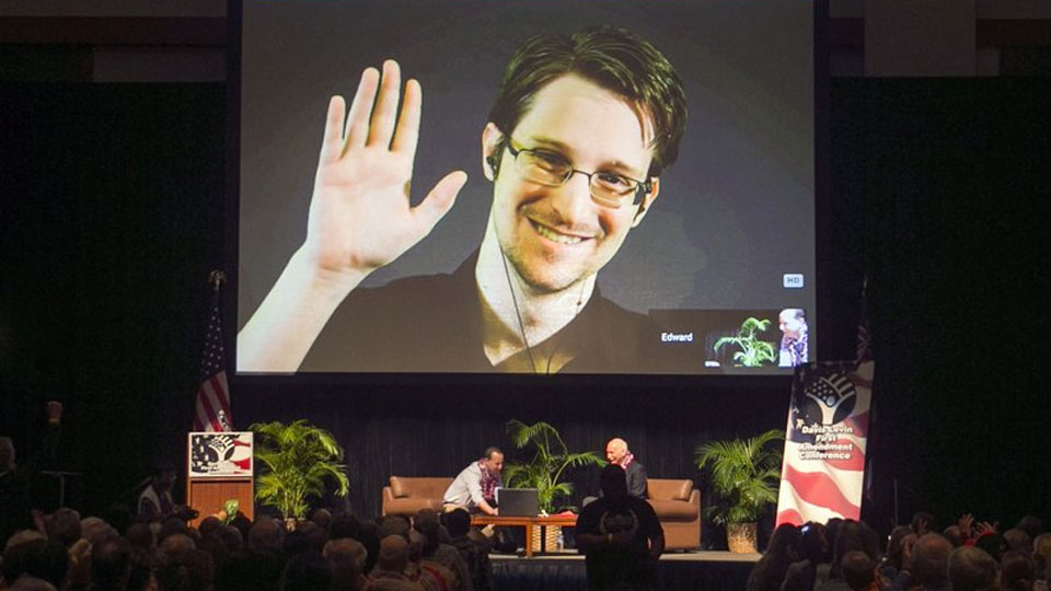 Snowden seeks asylum in France