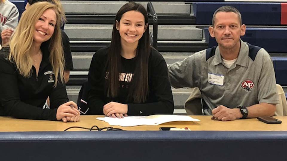 Abby Knight, Austintown Fitch, signs letter of intent at YSU