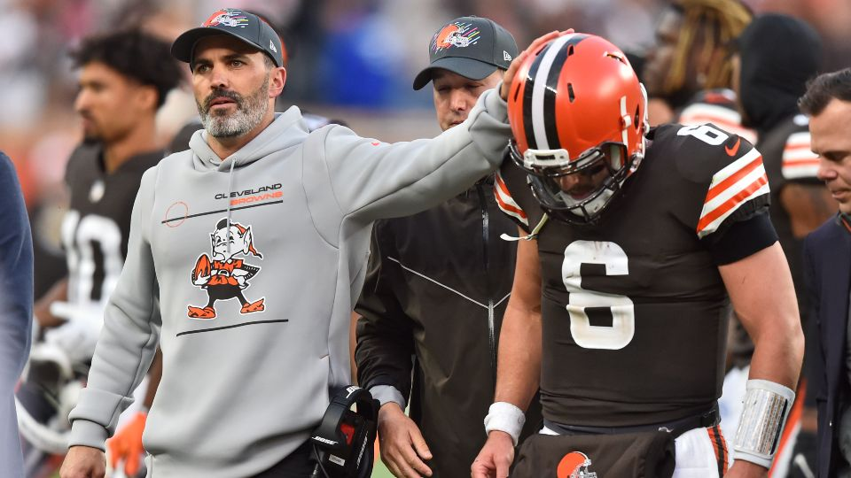 Browns quarterback Baker Mayfield reinjured his left non-throwing shoulder in a 37-14 loss to the Arizona Cardinals.