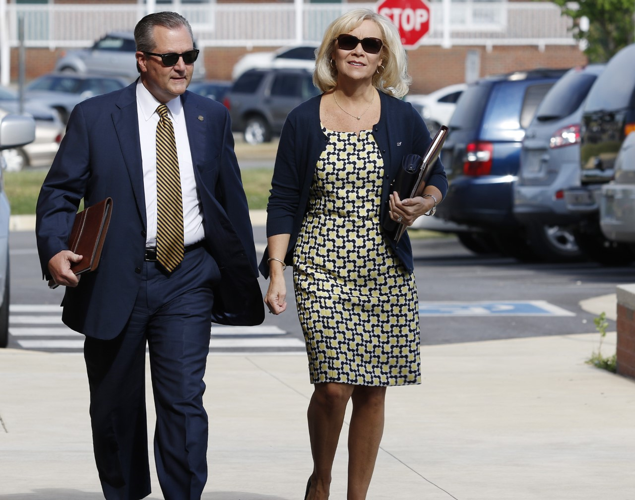 Mike Hubbard and Wife Walk into Court_206136