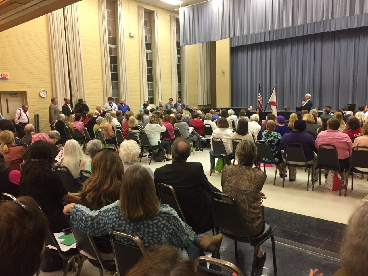 Supporters, critics fill Rep. Bradley Byrne town hall meeting_318318