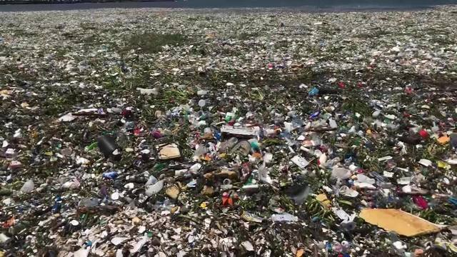 Waves_of_trash_cover_the_water_at_Playa__0_49100479_ver1.0_640_360_1532134740885.jpg