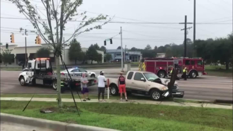 Crash on Montlimar snaps telephone pole