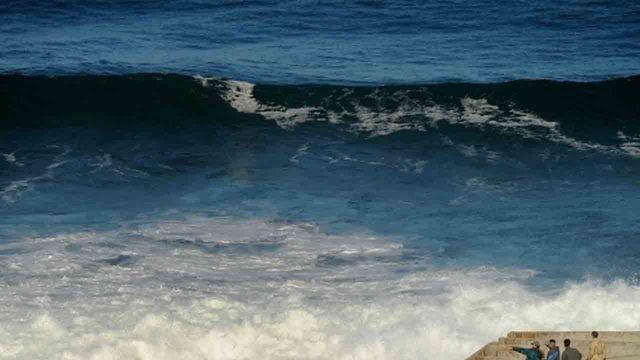 massive ocean wave_1544963401411.JPG_65305549_ver1.0_640_360_1544976868558.jpg.jpg
