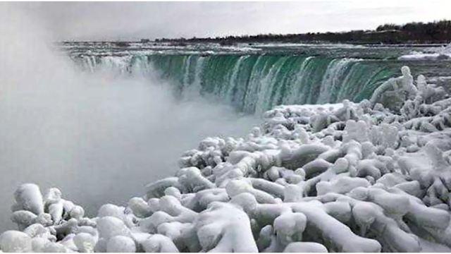 niagara falls freezes over 2_1548169502249.JPG_68001234_ver1.0_640_360_1548180283502.jpg.jpg