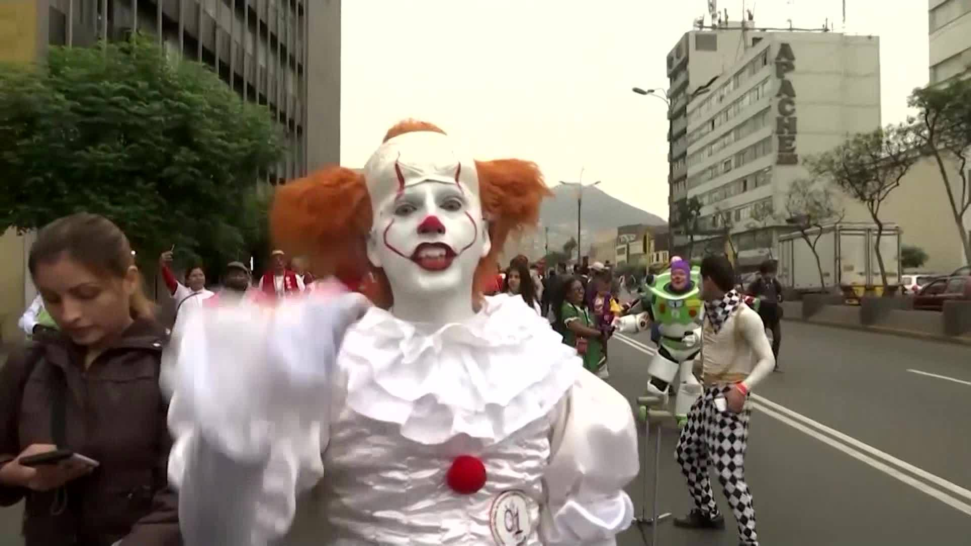 Hundreds of clowns march for Peruvian Clown Day