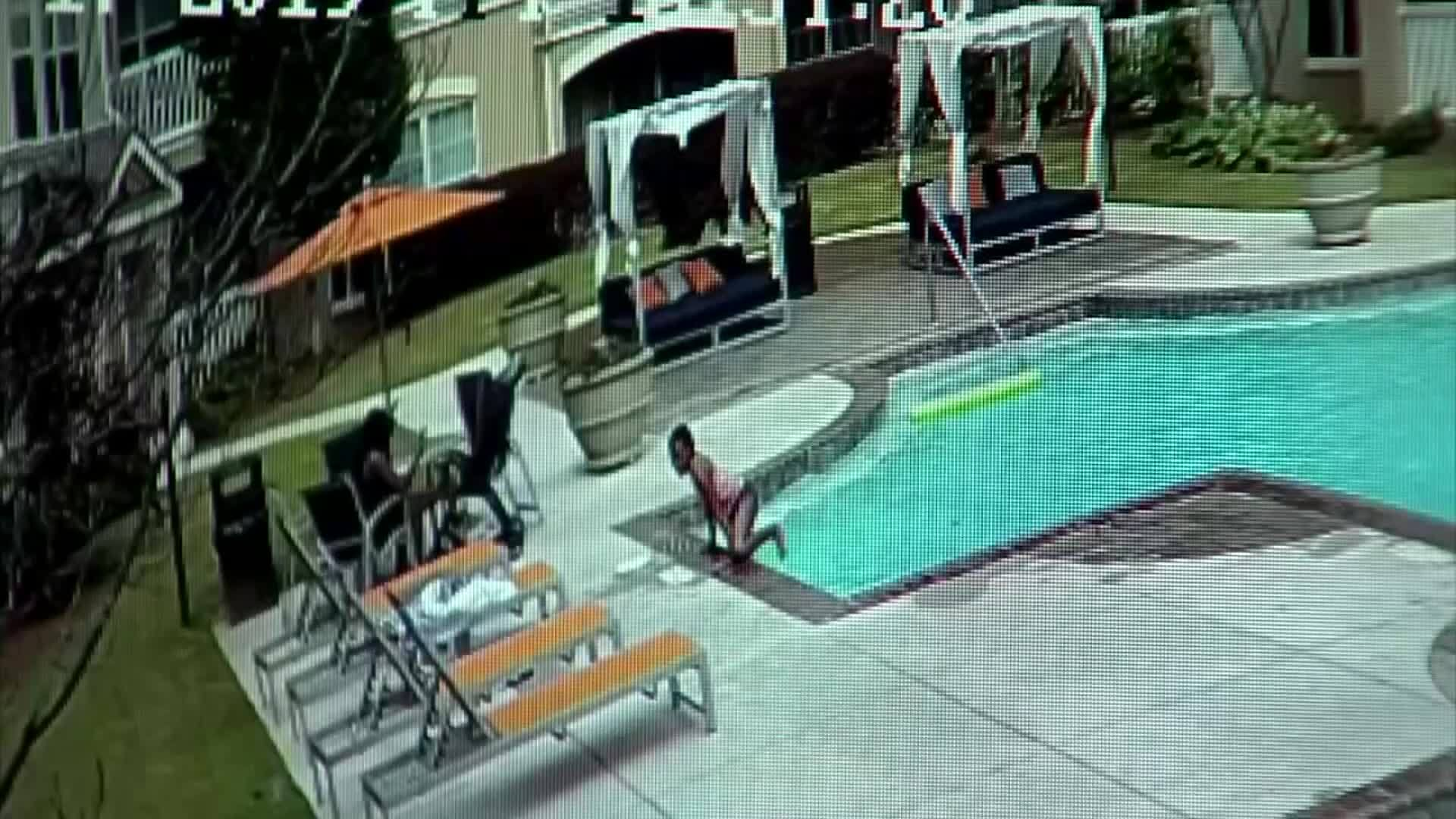VIDEO: Girl saves sister from drowning in pool