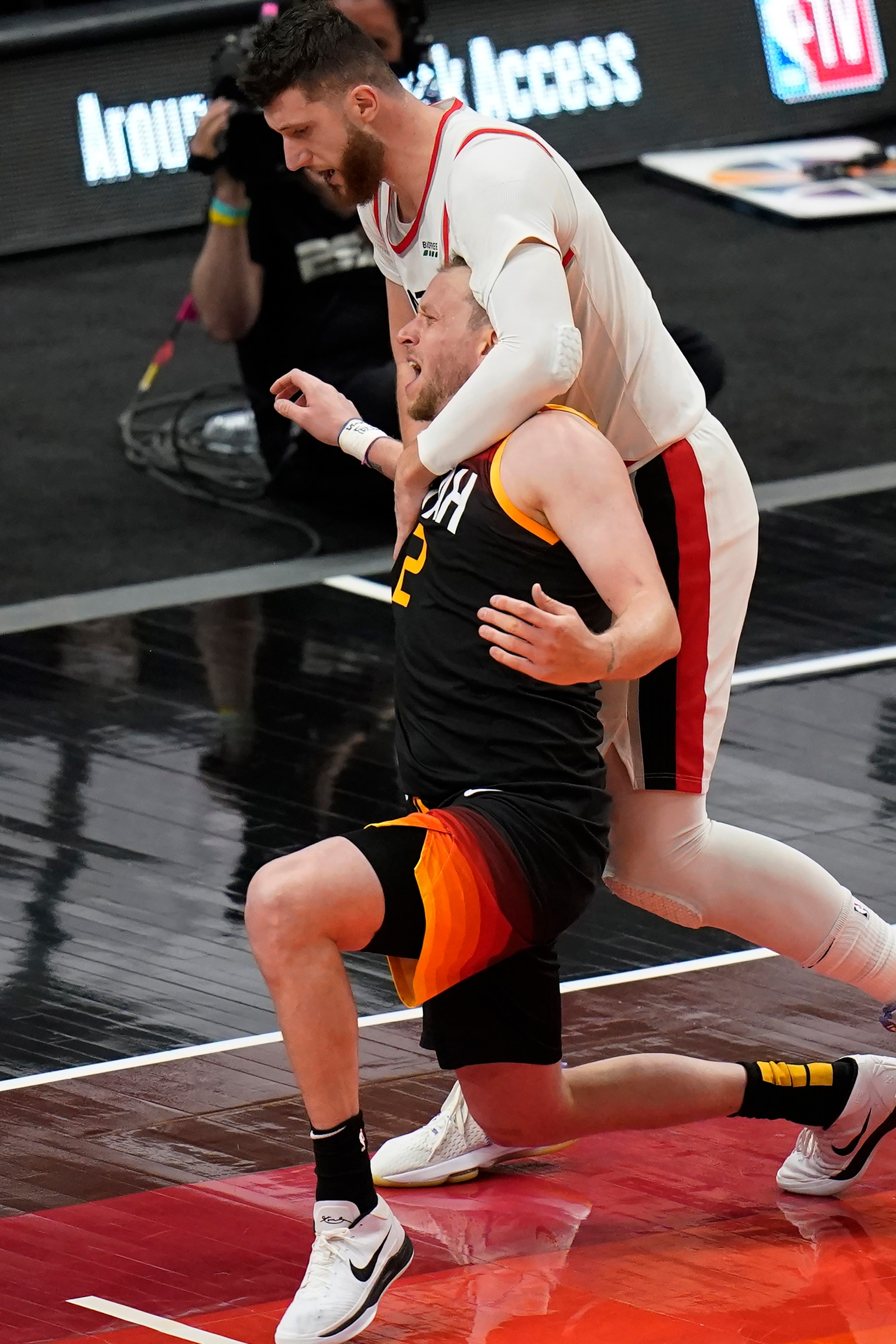 Jusuf Nurkic, Joe Ingles