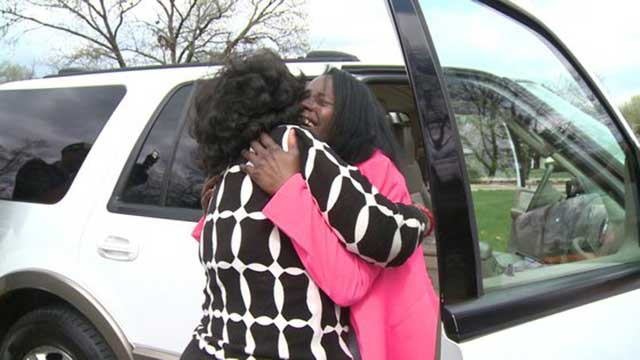 Mom reunited with daughter_40878