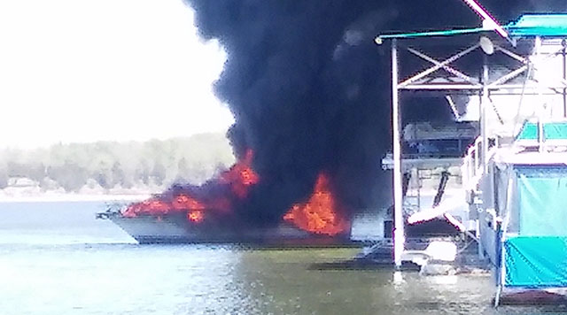 Boat fire at Elm Hill Marina_274370