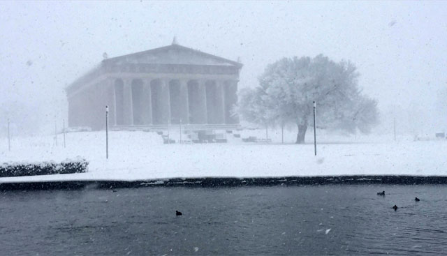 Parthenon in snow_251564
