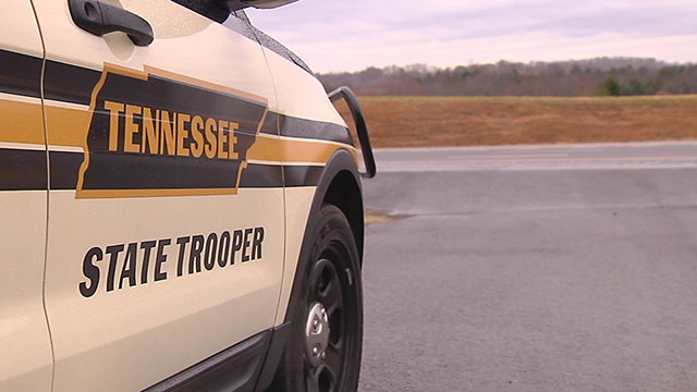1 killed in rollover crash on I-40 in Humphreys County