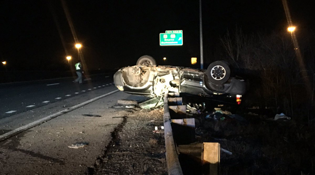 1 airlifted after rollover crash on I-840 in Murfreesboro