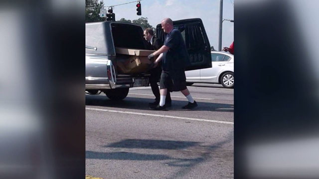 body falls from hearse_445544