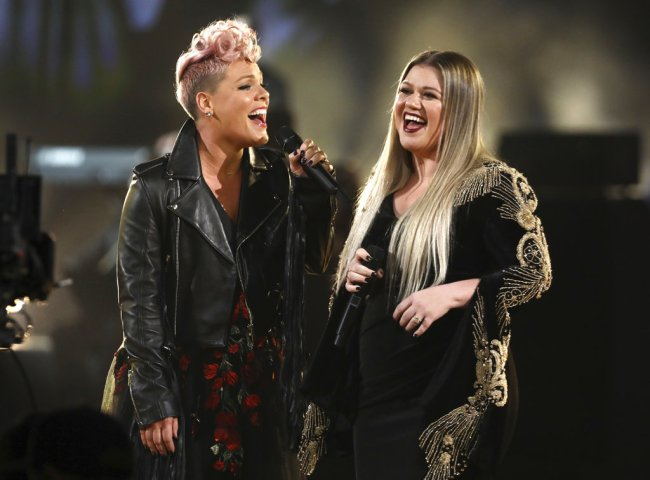 Pink, Kelly Clarkson_462184